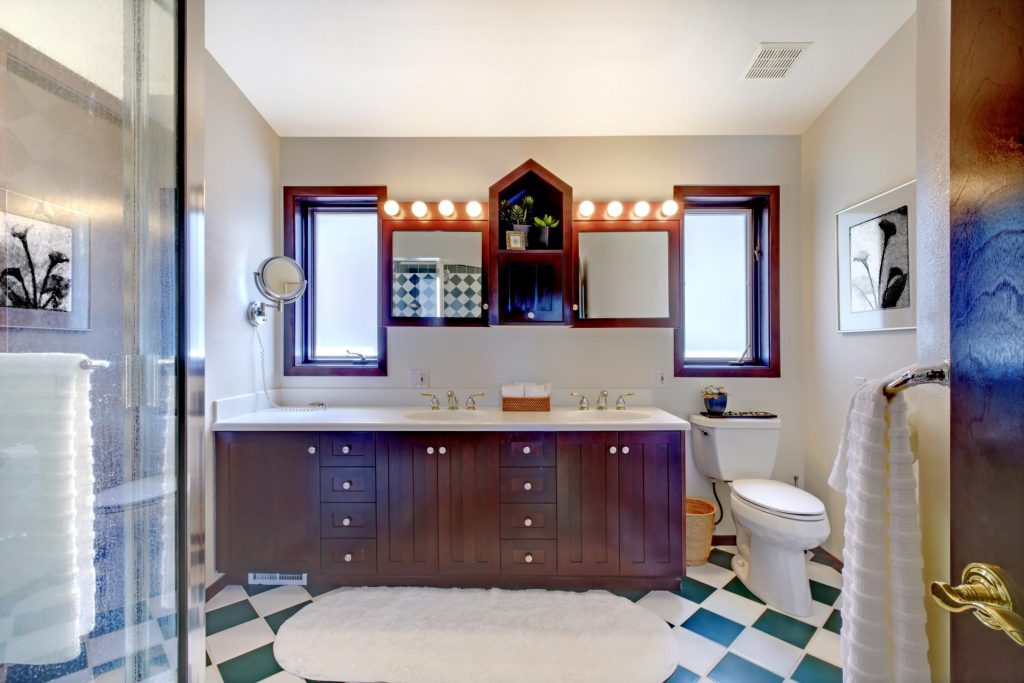 nice and clean bathroom with white rug